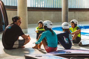 Indoor-Surfkurs für Kinder